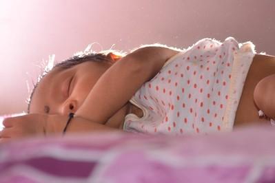 Jak ubrać noworodka w upał?  Zasady spacerowania z maluchem w upał