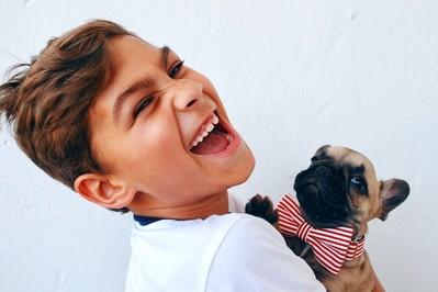 Dlaczego lepiej żeby pies nie lizał twarzy Twojego dziecka ani Twojej?