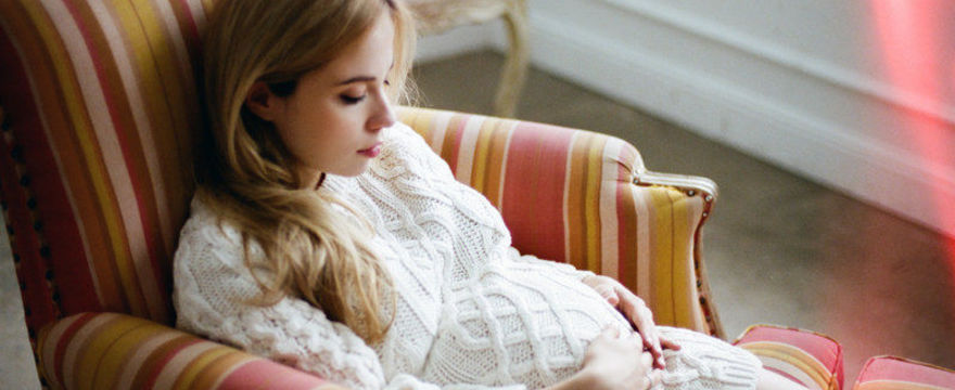 Ból brzucha w ciąży – czy zawsze jest groźny?