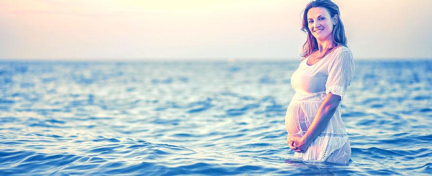 Opalanie w ciąży – jak bezpiecznie korzystać ze słońca?