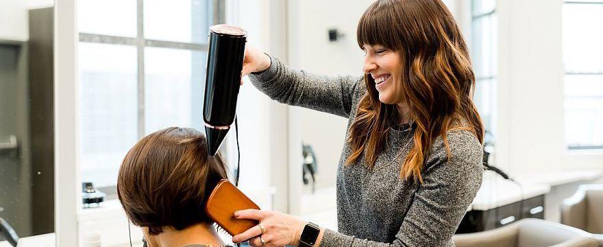 Obcinanie włosów w ciąży: można czy nie? OBALAMY MITY