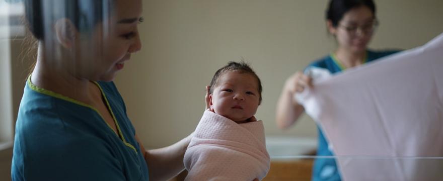 Pytania o ciążę, poród i połóg, których wstydzimy się zadać położnej